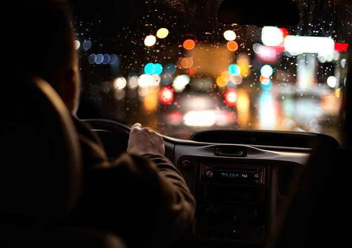 Our 5 top tips for safe driving during the darker months